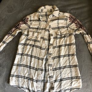 Gimmicks flannel with detailed shoulders!